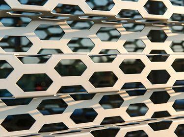 Audi Honeycomb Fassade | Rometa Metaalproducten
